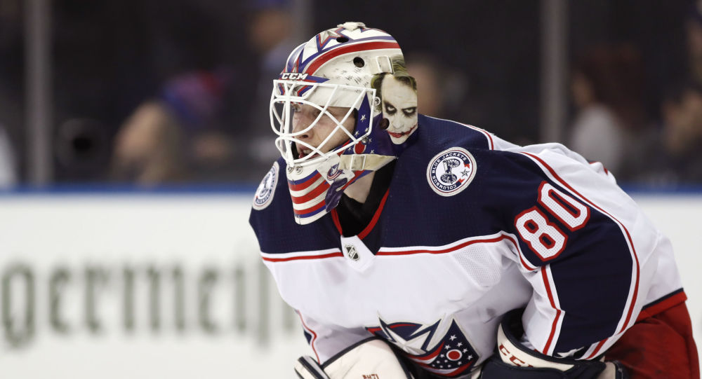 Матисс Кивлениекс на воротах Columbus Blue Jackets