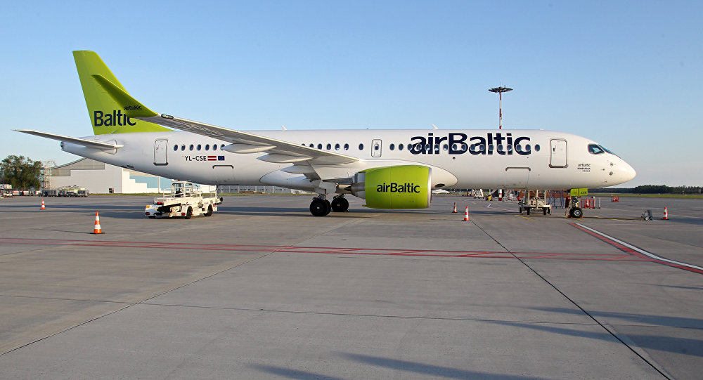 Самолет Air Baltic Bombardier CS300 аэропорту Рига
