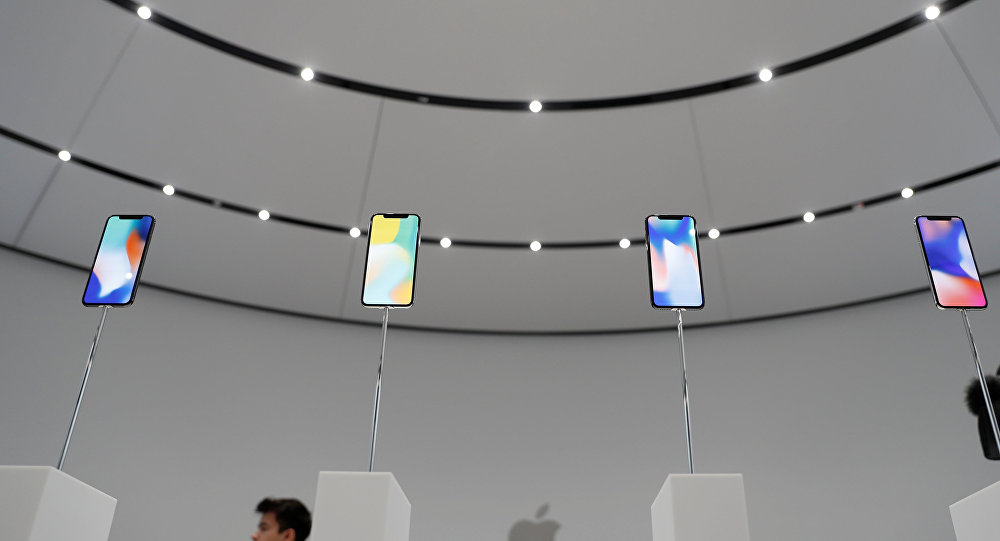 iPhone X paraugu demonstrēšana Kupertino